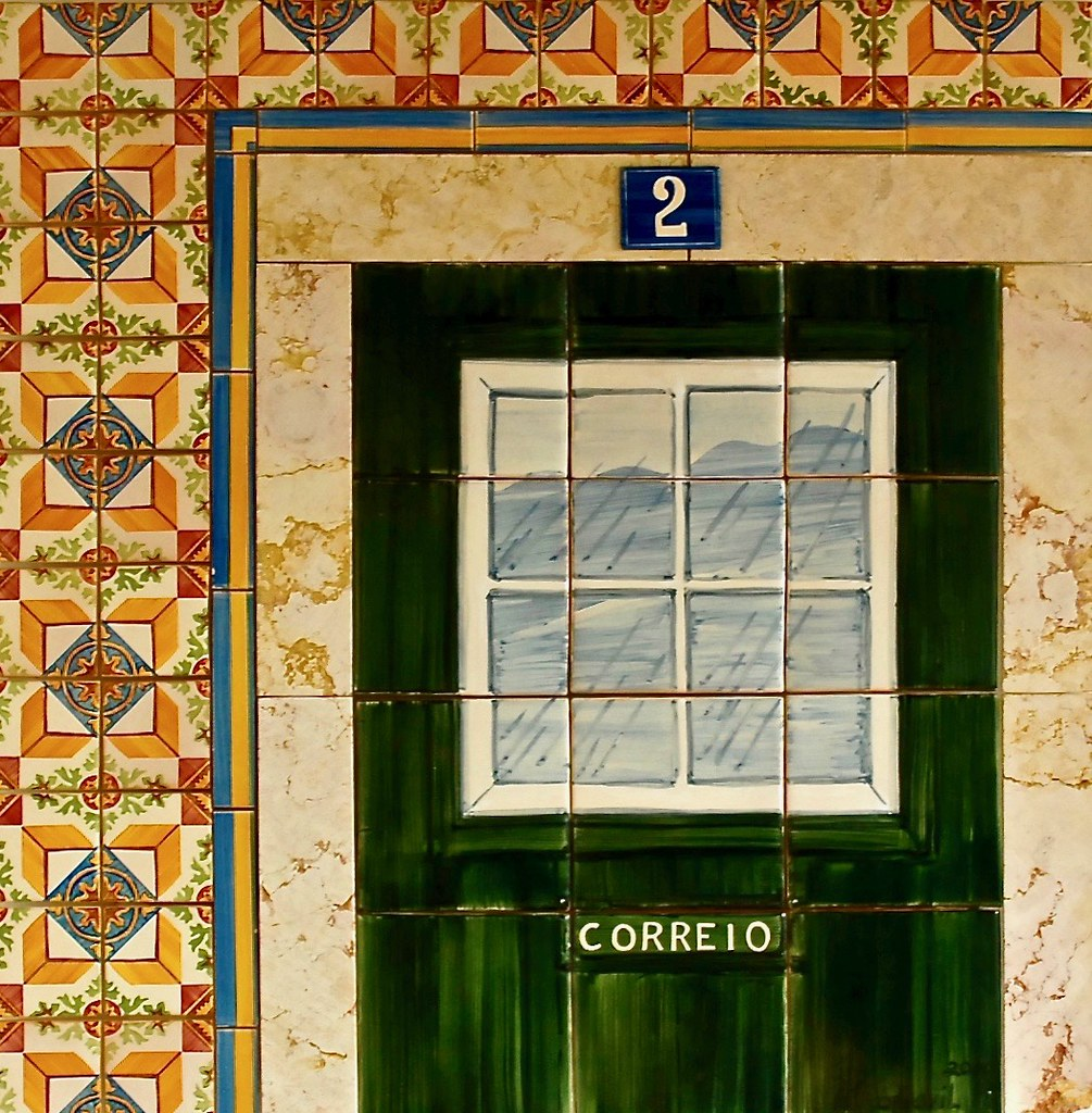 A Traditional Portuguse House (Drawed on tiles)